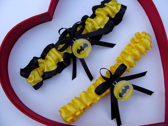 Свадьба - New Handmade Batman Wedding Garters Black Yellow Garter Prom Homecoming Dance Superhero Wedding Garter Set