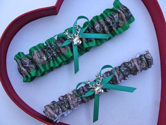 زفاف - New Mossy Oak Emerald Camouflage Camo Wedding Garter Prom GetTheGoodStuff Deer Gun Hunting