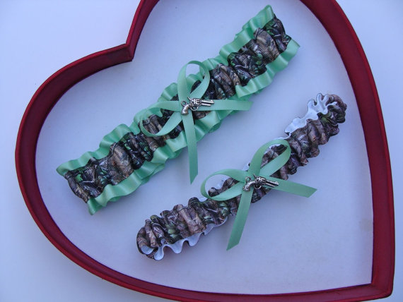 Свадьба - New Mint Green Mossy Oak Camouflage Camo Wedding Garter Prom GetTheGoodStuff