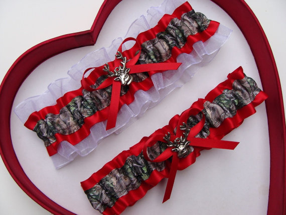 Mariage - Wedding Garters Mossy Oak Red White Camouflage Camo Set Keepsake Toss Plus Size Wedding Garters Hunting Prom Gun