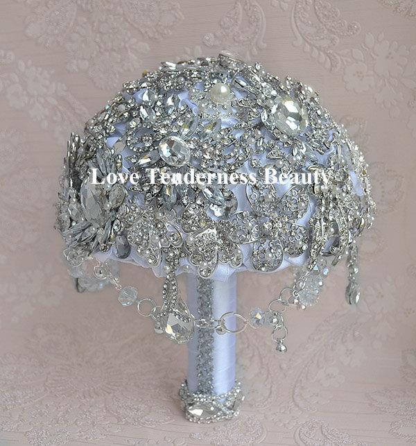 Hochzeit - Rhinestone Wedding Brooch Bouquet / White and Silver Wedding Bouquet / Bridal Bouquet / Crystal bouquet / Jewelry Bouquet / Gatsby Bouquet