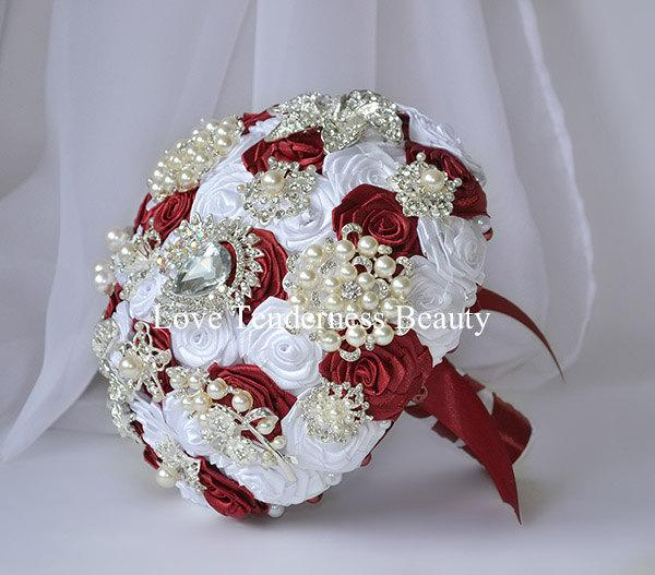 Hochzeit - Red White Wedding Bouquet Brooch Bouquet Bridal Bouquet Keepsake Bouquet Bridesmaids Alternative Bouquet White Roses Bouquet Unique Gifts