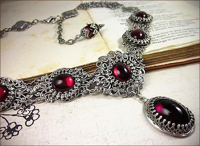 Mariage - Renaissance Necklace, Victorian Necklace, Renaissance Jewelry, Garnet, Red, Bridal Jewelry, Medieval, Tudor, Ren Faire, SCA Garb, Costume