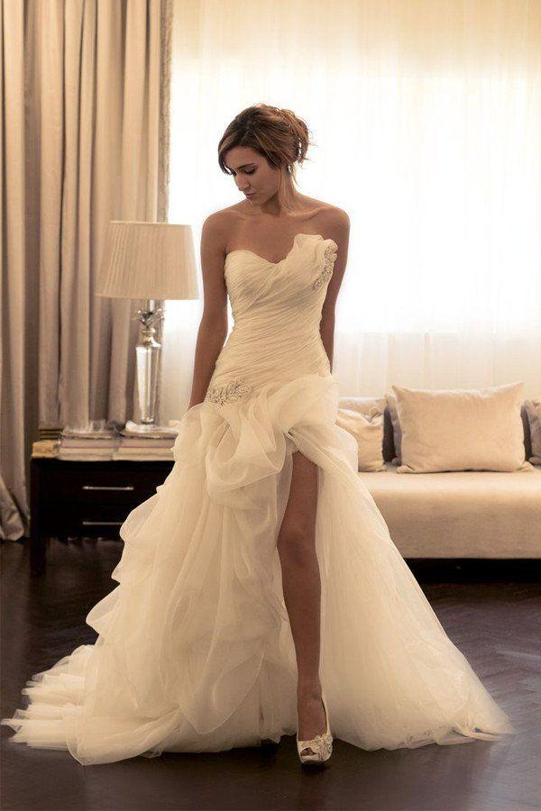 Mariage - Sexy Ruffles Sweetheart Sleeveless Wedding Dress With Beading WD031