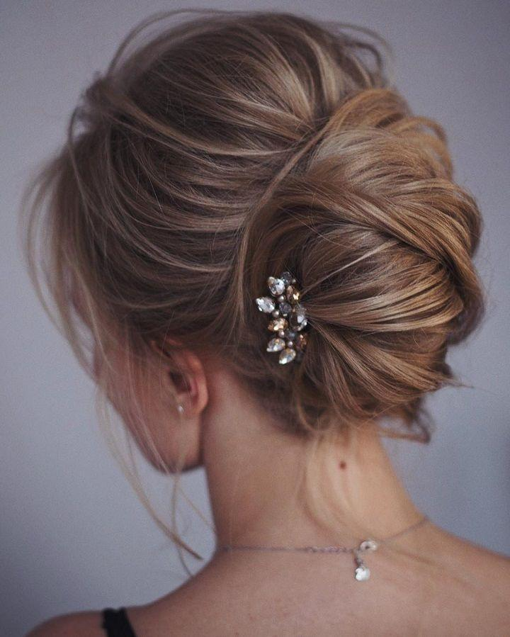 Hochzeit - This French Twist Updo Hairstyle Perfect For Any Wedding Venue