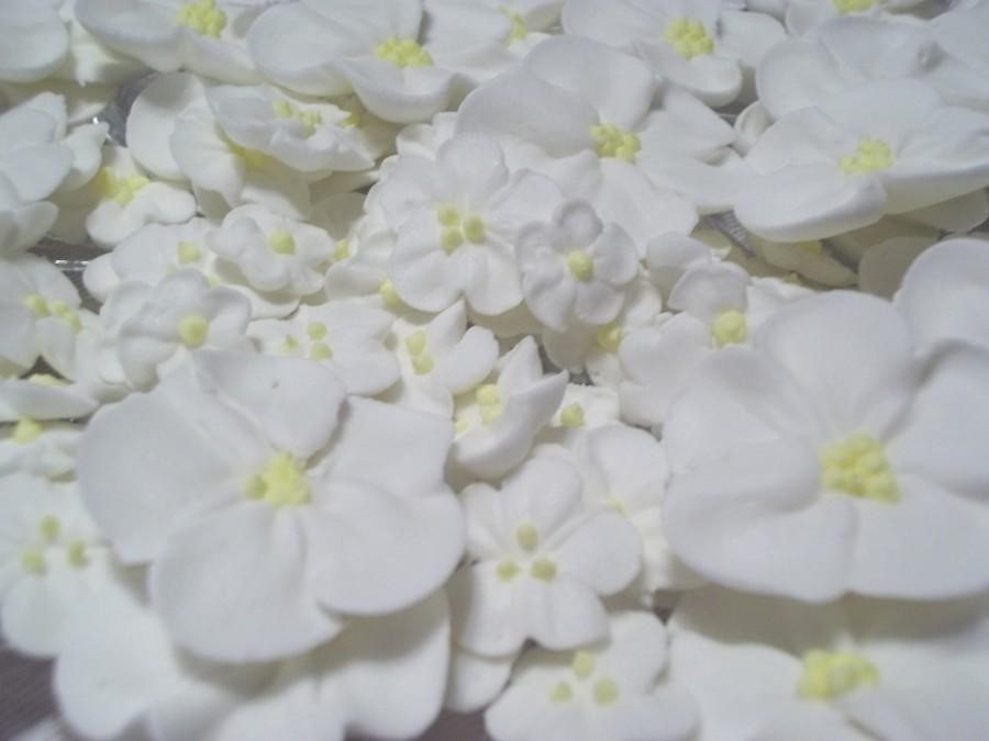Mariage - White royal icing flowers -- Three sizes -- Edible cake decorations cupcake toppers (24 pieces)