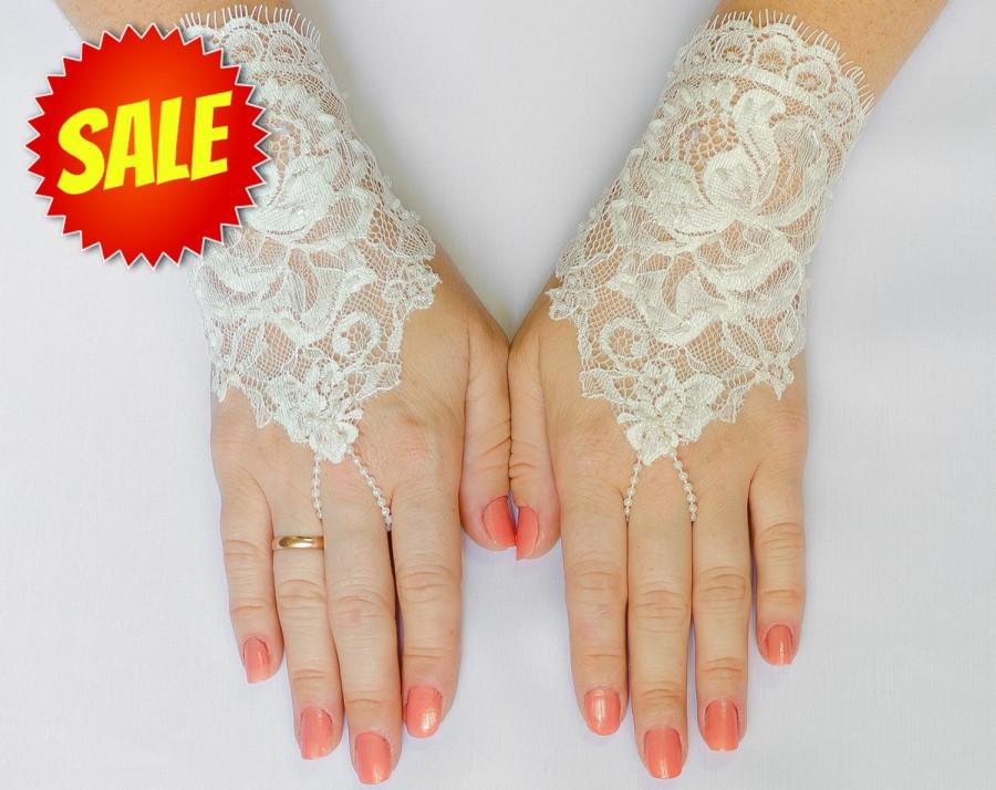 Mariage - Lace fingerless glove, Ivory Wedding Glove, Bridal Wedding Glove, Wedding Accessories, Bridal Accessories 5""