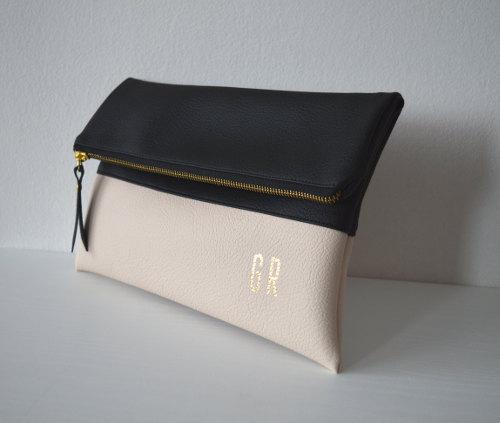Свадьба - Black and cream foldover clutch, Pesonalized bridesmaid gift, Wedding Accessories