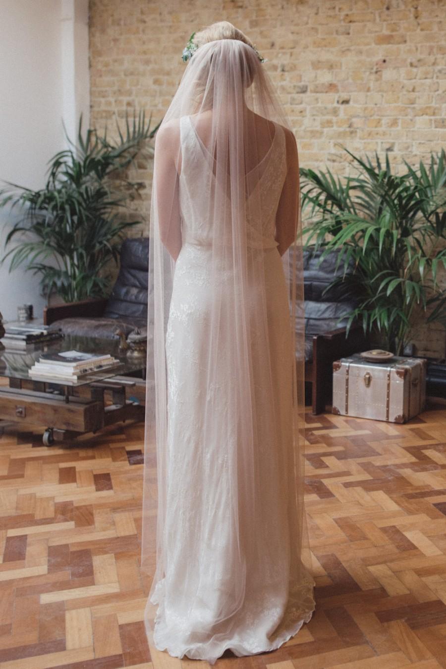 Mariage - Soft single tier veil, simple veil, silk-style veil, cut edge veil, medium width, elbow, waist, fingertip, waltz, chapel, cathedral length