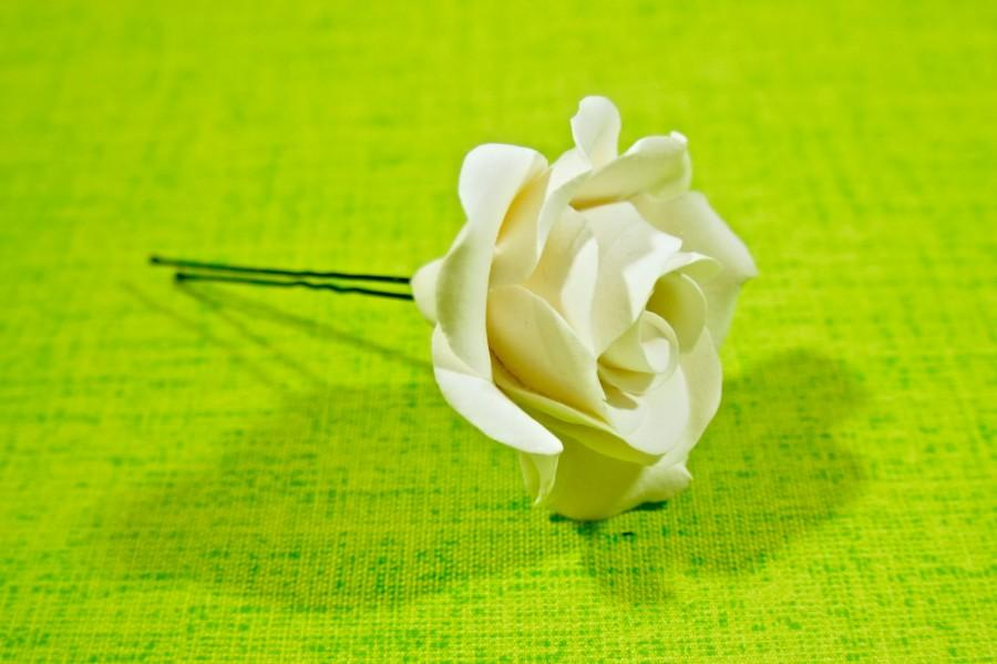 Hochzeit - Clay rose on a hairpin