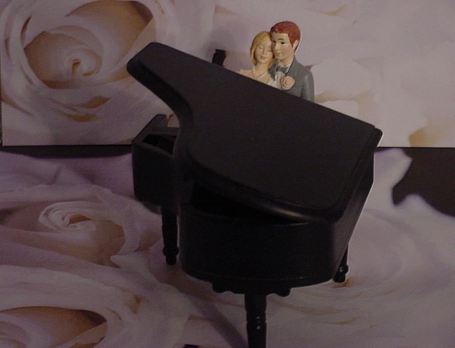 Mariage - Baby Grand Black Piano Music lover Couple Fun Musical Groom Wedding Cake Topper-Mr So In Love with his Mrs Custom Personalized Decoration -2