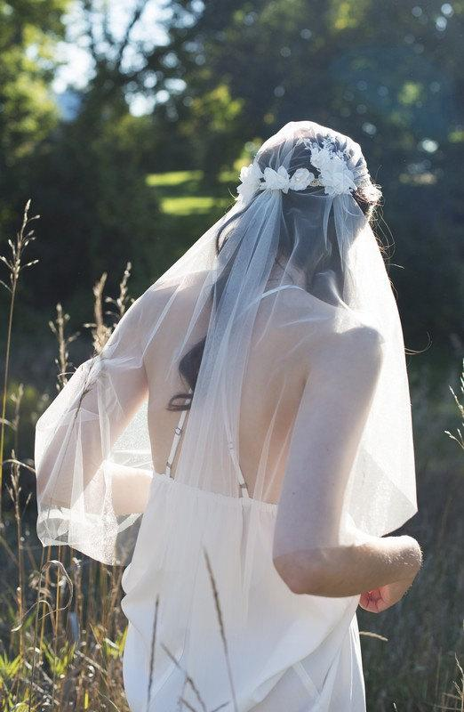 Mariage - Gold Juliet Veil, Juliet Veil, Wedding Cap Veil, Bridal Veil, Lace Veil, Vintage Veil, Lace Veil, Veil, Flower Veil, Gold Wedding Veil CARLY