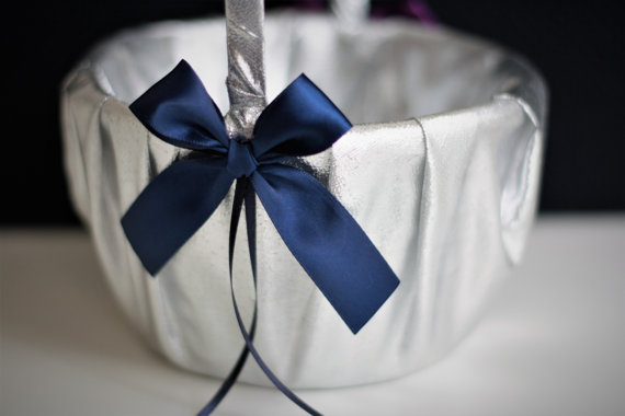 Свадьба - Navy Flower Girl Basket   silver Ring Bearer Pillow  Navy silver wedding Basket Pillow set  Silver Bearer Pillow  Silver Navy Bearer