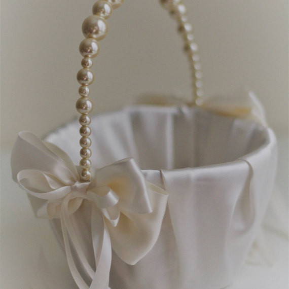 Mariage - Ivory Pearl Flower Girl Basket  Ivory Wedding Baskets with Pearl handle, Wedding Ceremony Basket  Flower Petals Basket