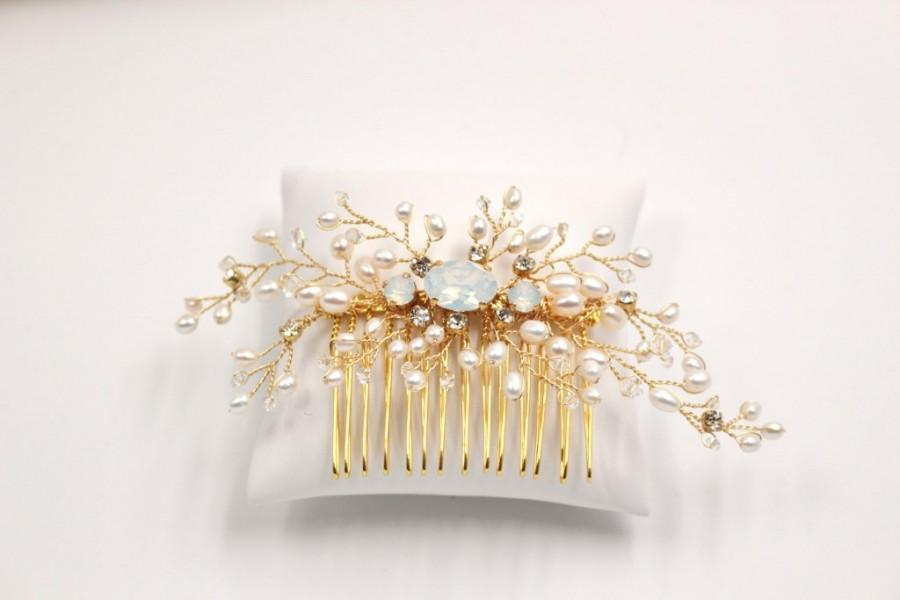 Свадьба - Freshwater Pearls and Crystal Bridal Haircomb - Gold Bridal  Hair Accessory -  Wedding Hair Ornament -
