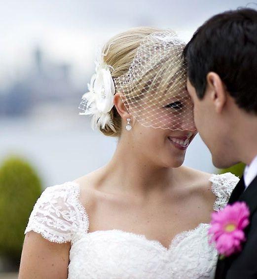 زفاف - Bridal Fascinator Veil Set, Feather Headpiece, Flower Hair Clip, Wedding Veil, Birdcage Veil, Bridal Headpiece, Bridal Veil, RACHEL VANDA