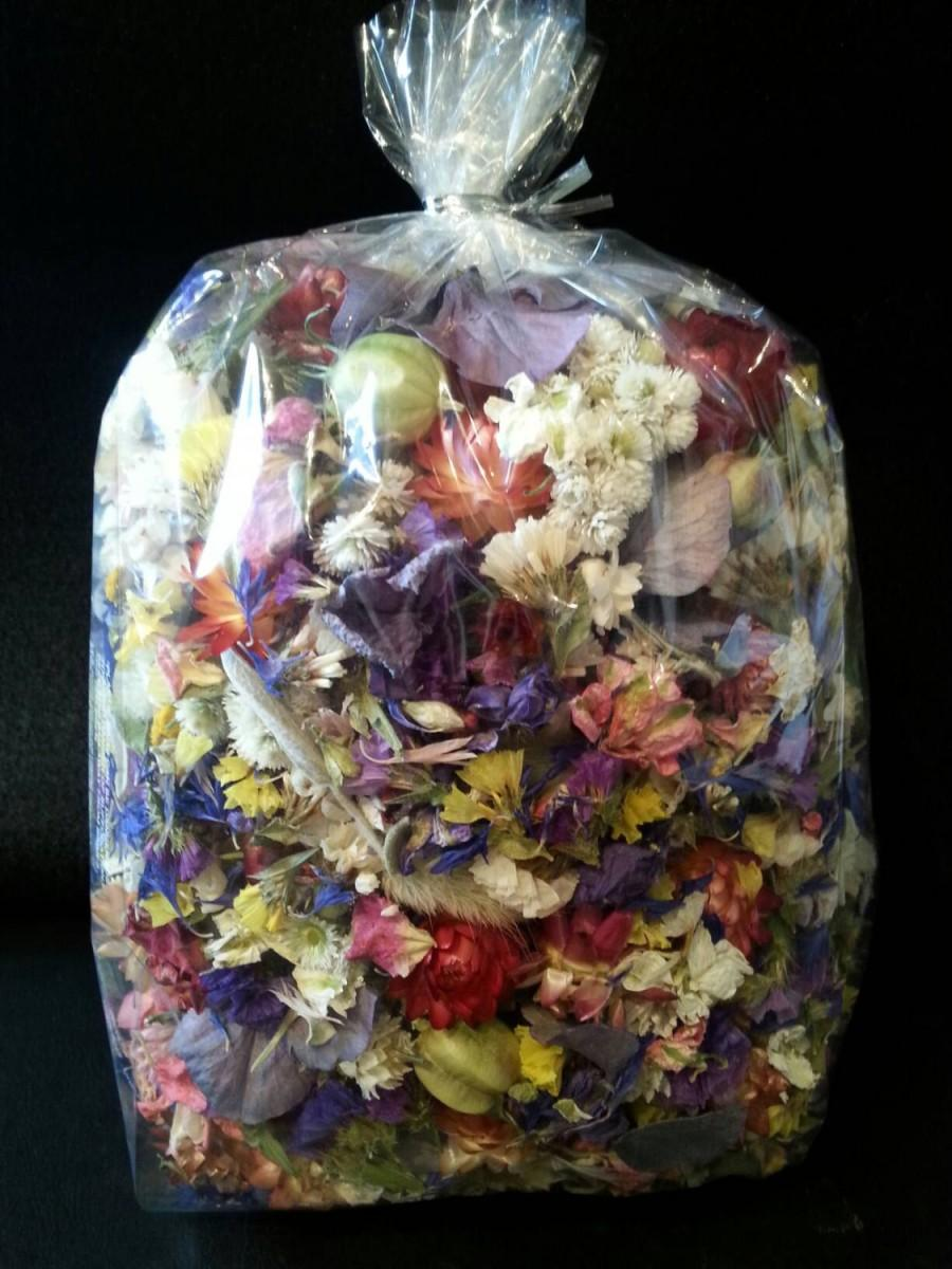 Boda - 7 cups of dried flowers,dried flower confetti,wedding table decor,wedding petal toss, pink,purple,yellow,white,gray. Jewelry crafting supply
