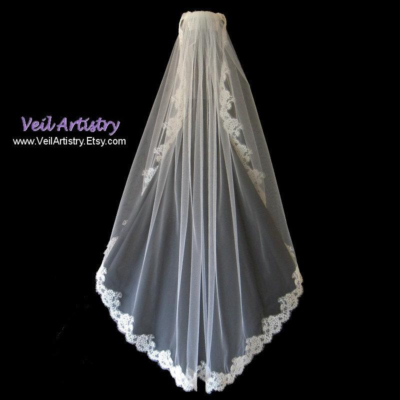 Mariage - Short Bridal Veil, Fingertip Veil, Modified Mantilla Veil, Mantilla Veil, Alencon Lace Veil, Lace Veil, Made-to-Order Only, Bespoke Veil