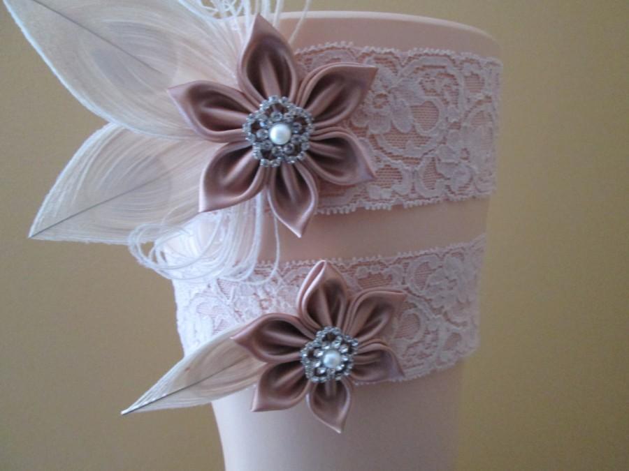 Mariage - Rose Gold & Blush Lace Wedding Garter Set, Ivory Peacock Garters, Rustic Bridal Garter, Champagne Garter, Vintage-Country Bride