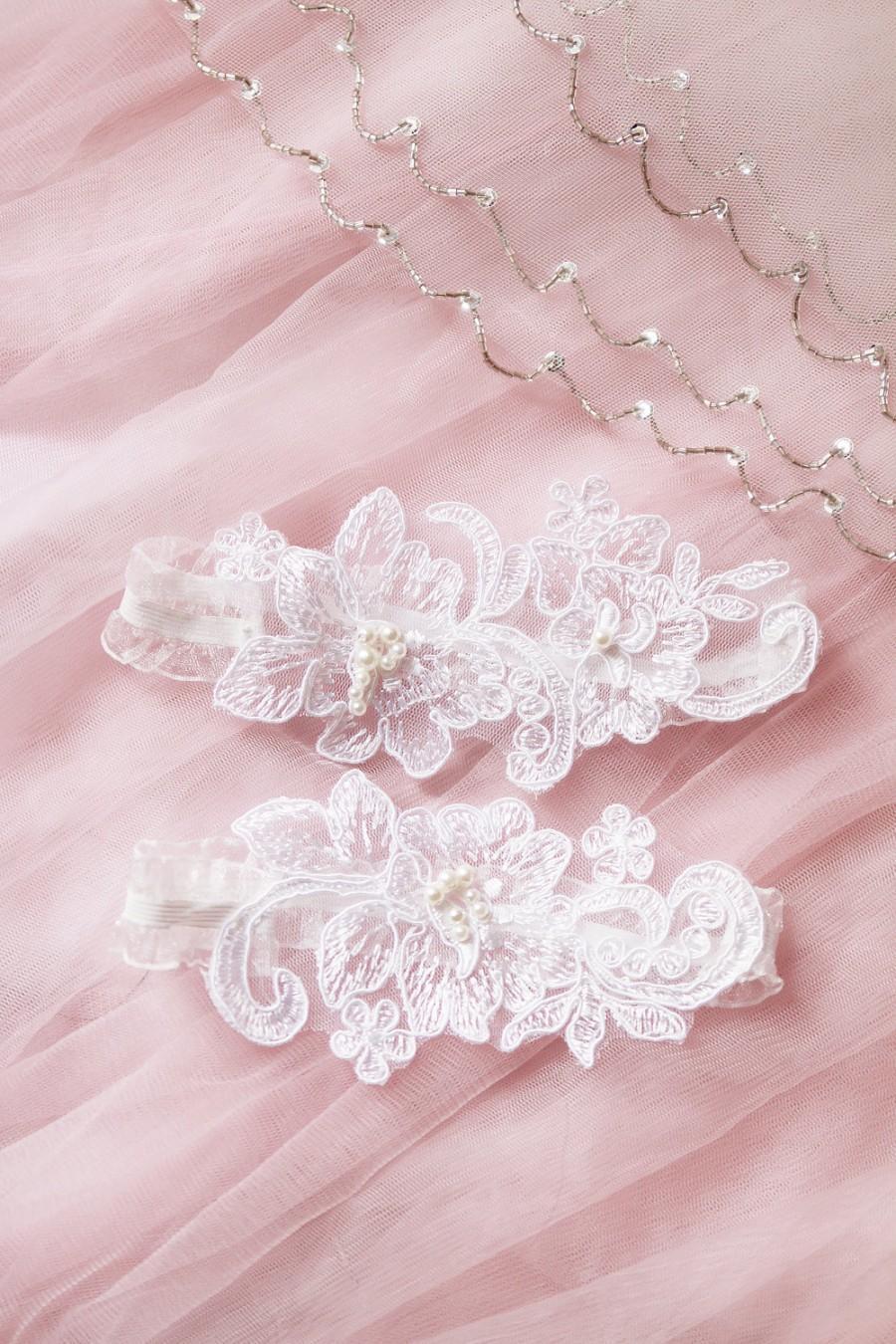Свадьба - Wedding Garter Set Bridal Garter Belt - Keepsake Garter Toss Garter Included - Ivory Beaded Flower Lace Garter Garters - Vintage Inspired