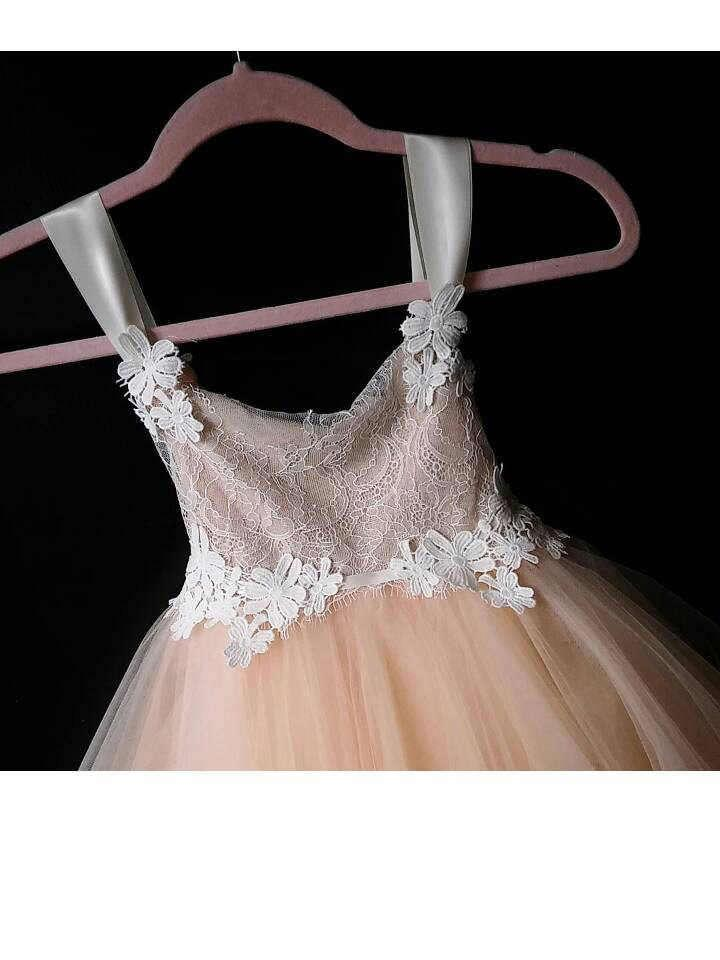 Mariage - Adorable flowergirl dress with chantilly lace, satin strap, flower lace and peach tulle skirt
