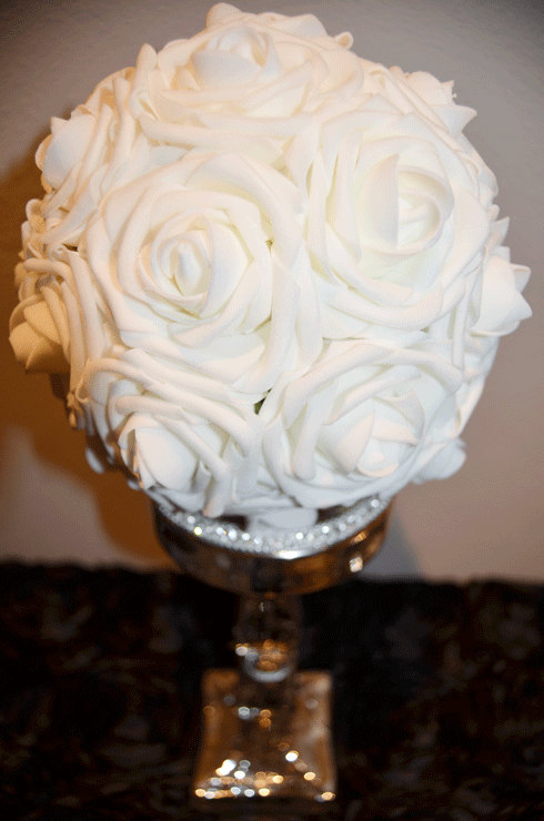 Свадьба - WHITE Wedding pomander real touch roses wedding flower ball kissing balls, WEDDING CENTERPIECE,  flower girl