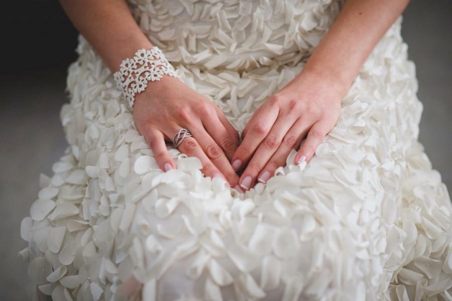 Hochzeit - Bridal tatted lace bracelet in ivory
