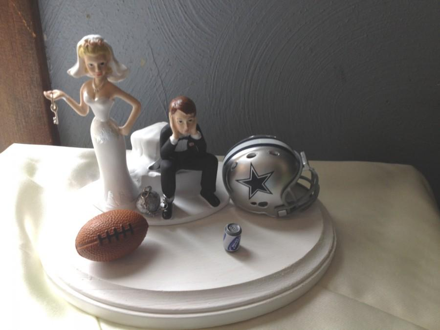 Свадьба - Dallas Cowboys Wedding Cake Topper Bridal Funny Humorous Football team Themed Ball and Chain Key with matching garter