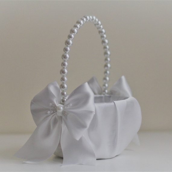 Mariage - White Pearl Flower Girl Basket White Wedding Baskets with Pearl handle, Wedding Ceremony Basket  Flower Petals Basket