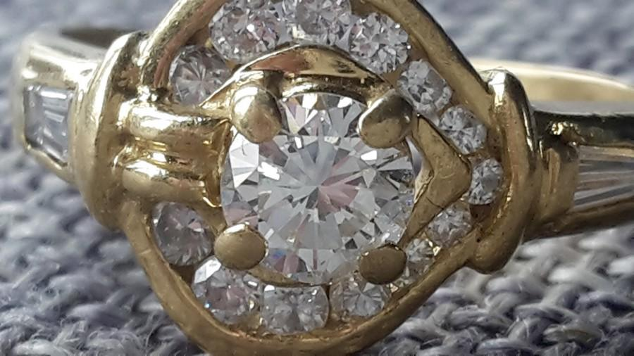 Wedding - This is a stunning quality vintage 18 ct yellow gold 0.75 ct (at least) diamond ring