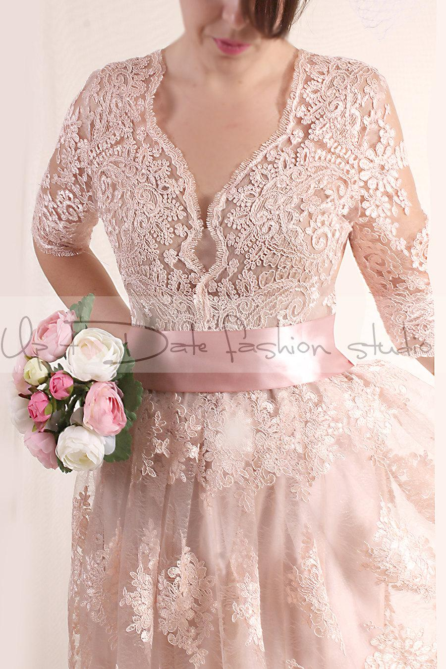 Boda - Plus Size Lace short/ blush pink wedding party / lace dress with sleeves Bridal Gown