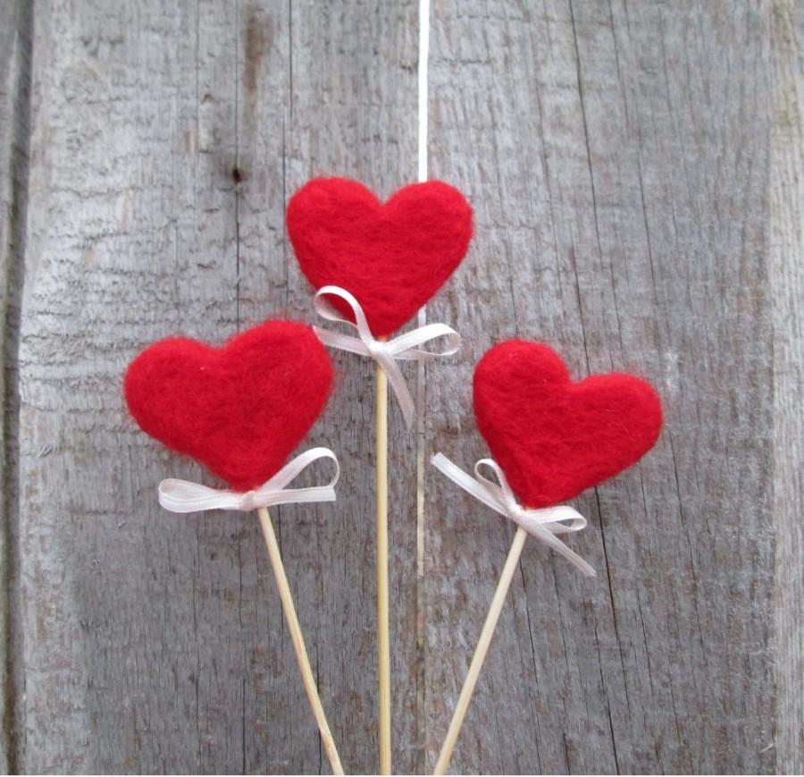 Mariage - Red Hearts Felted Hearts on sticks Rustic Heart Cake Topper Red sweetheart Rustic Nature inspired  Autumn Home Decor Fairy folk Gift idea