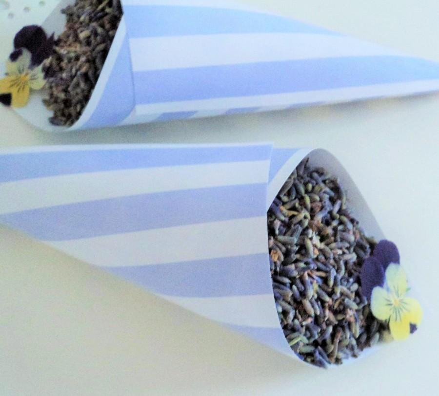 Свадьба - Signature BLUE STRIPE CONES, confetti cones, candy cones, wedding favors, wedding paper cones - unfilled, set of 10