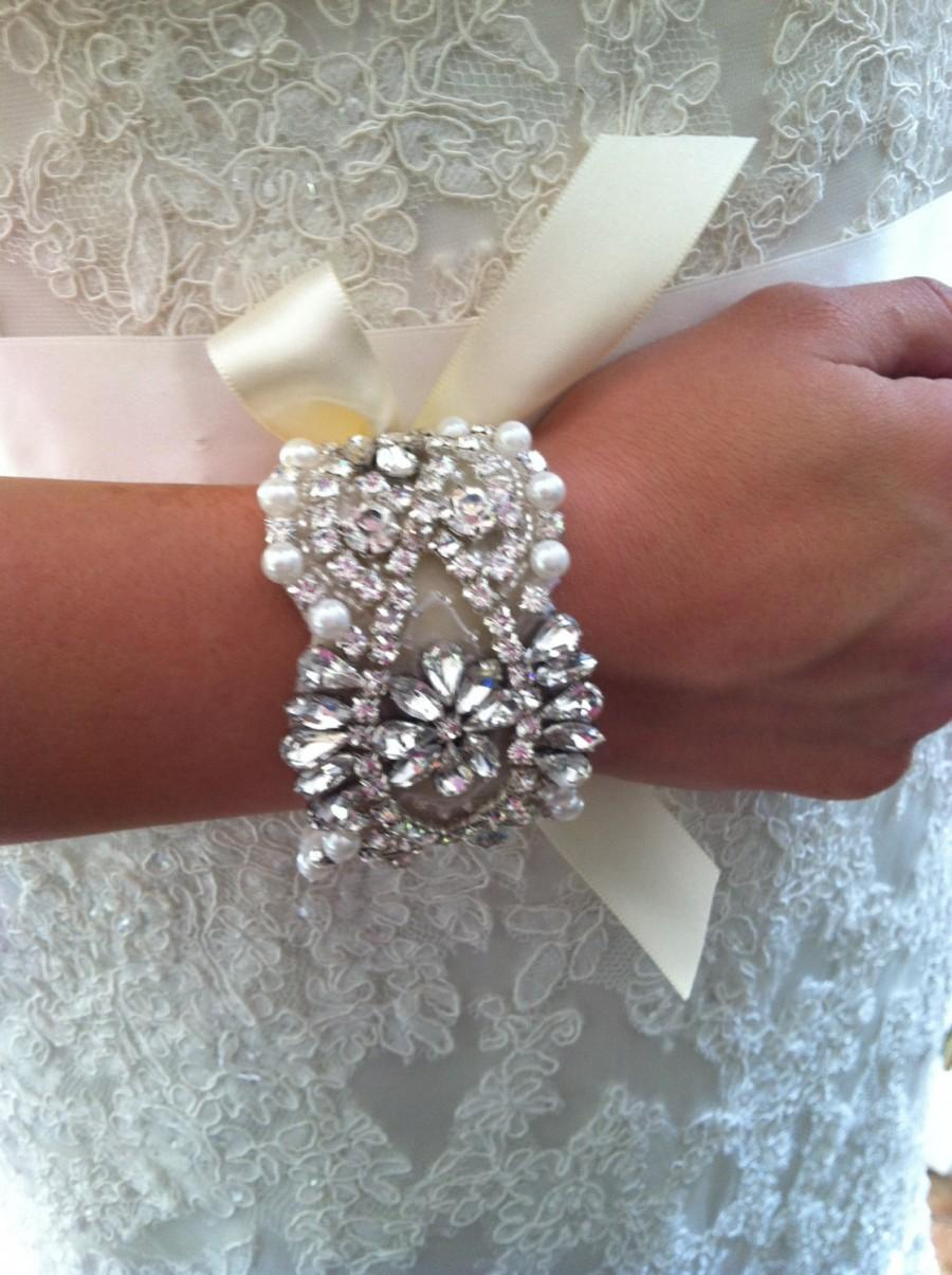Mariage - Bracelet-wristlet-wedding jewelry-Rhinestone-Pearl-Wedding-Bridal-Bridesmaid-Ivory-White-Bridal White-Light Ivory-Wristlet-Cuff