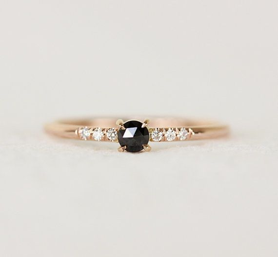 Mariage - 15 Perfectly Delicate Engagement Rings For The Low-Key Bride