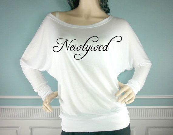 Mariage - CLEARANCE. Newlywed Off The Shoulder Shirt. Wedding Off The Shoulder Shirt. Bridal Shirt. Bride Gift. Honeymoon. Bride Lounge Wear