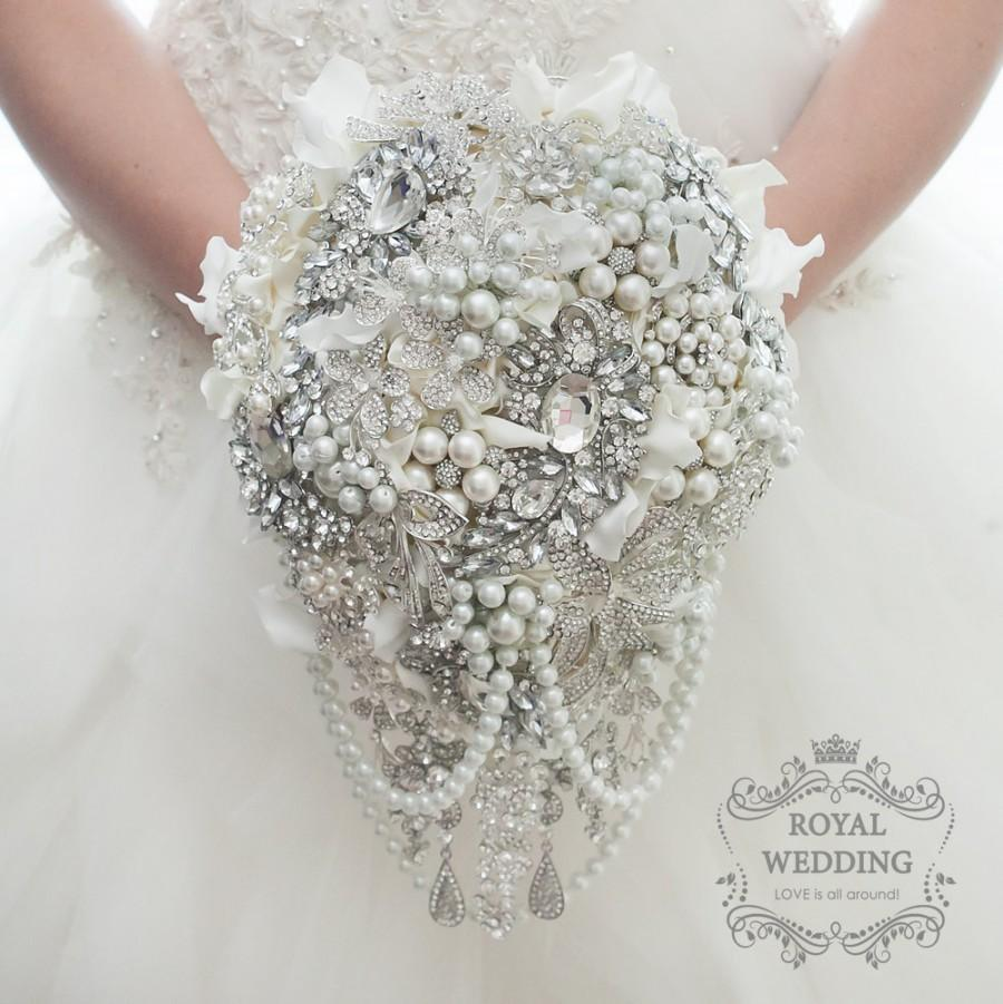 Hochzeit - Cascading Wedding Bouquet Bridal Bouquet Brooch Bouquet Bridesmaids Bouquet Keepsake Bouquet Crystal Bouquet Jewelry Bouquet Pearls Bouquet