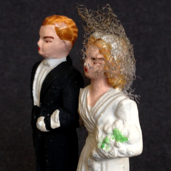 Mariage - Here comes the Bride. Antique wedding cake topper...