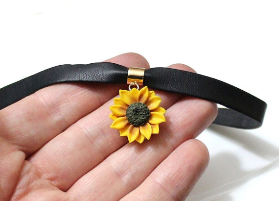 Hochzeit - Sunflower Necklace, Sunflower Jewelry, Gifts, Yellow Sunflower Bridesmaid, Sunflower Wedding, Bridal Flowers, Bridesmaid Necklace