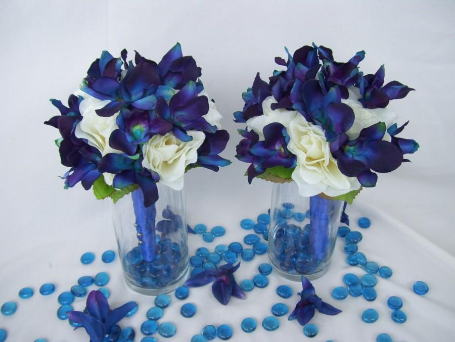 Mariage - Penny's Bridemaids Bouquet Cream Open Roses, Blue Violet Dendrobium Orchids,Singapore,Galaxy