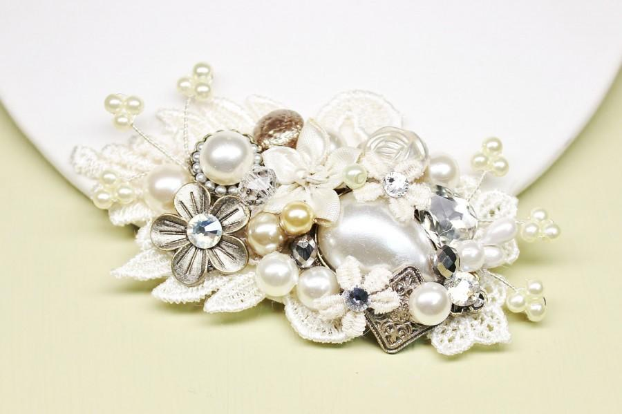 Mariage - Ivory & Champagne Bridal Hair Comb- Bridal Clip w/ Flowers, Rhinestones, Pearls-Vintage Inspired Hair Piece- Floral Wedding Hair Accessories