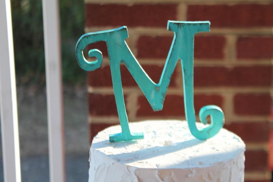 Hochzeit - Rustic distressed wood curly letter initial wedding cake topper. Turquoise or custom color.