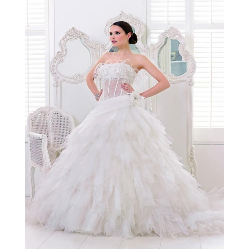 Mariage - Honorable A-line Strapless Feathers/Fur Lace Sweep/Brush Train Tulle Wedding Dresses - Dressesular.com