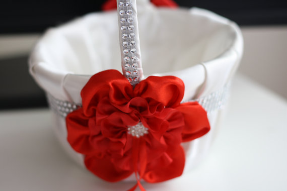Hochzeit - Red Wedding Baskets  Red Flower Girl Basket  Red Ring bearer Pillow  Red Pillow Basket Set  Red White Basket  Red Petals Basket