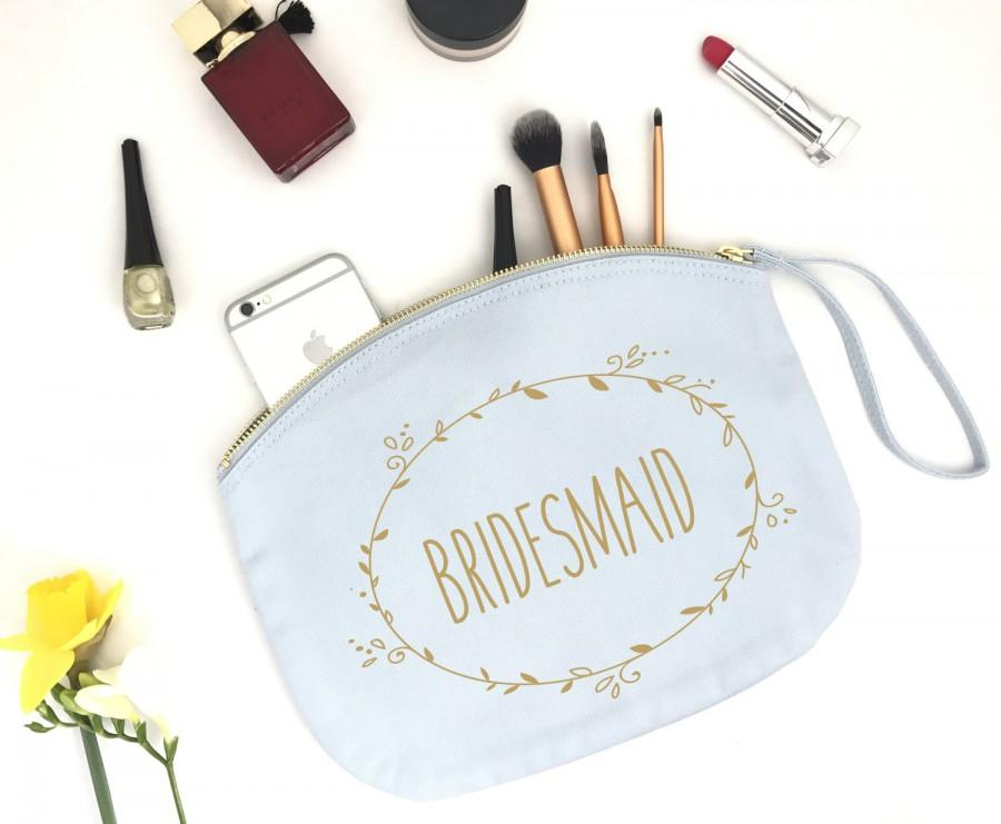 Hochzeit - Personalised Dainty Floral Wreath Bridesmaid Makeup Bag- Wedding cosmetic bag - Gifts for the Bridesmaid - Accessory Bag - Bride to be bag