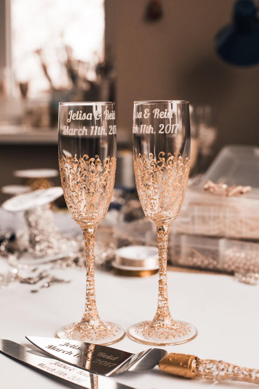 Hochzeit - personalized wedding glasses Toasting flutes gold Glasses bride and groom Champagne glasses gold Wedding flutes Toasting flutes set of 2