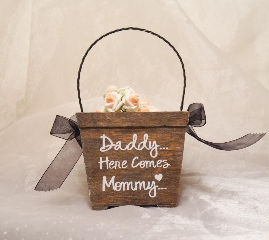 Mariage - Daddy Here Comes Mommy Flower Girl Basket, Rustic Flower Girl Basket, Flower Girl Basket, Here Comes The Bride Wedding Basket, Flower Girl