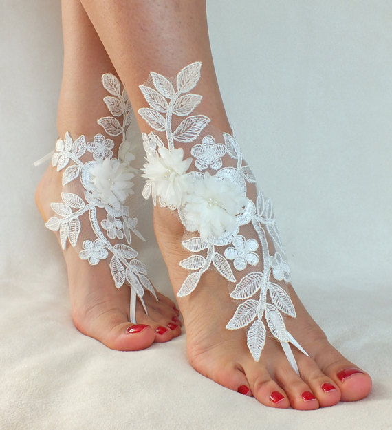 Mariage - Free Ship ivory foot jewelry, lace sandals, beach wedding barefoot sandals, wedding bangles, anklets, bridal, wedding