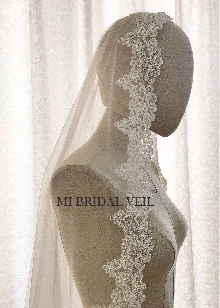 Mariage - Vintage Lace Veil, Alencon Lace Veil, Mantilla Style or with Blusher. Scallop Lace Veil in Fingertip, Waltz, Chapel, Cathedral Length