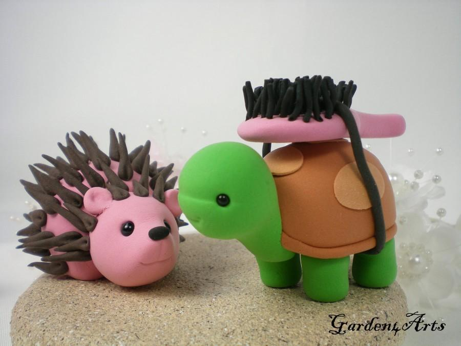 Mariage - Custom Wedding Cake Topper--Turtle & Hedgehog Love with Sand Base - LOVE can find the way--NEW